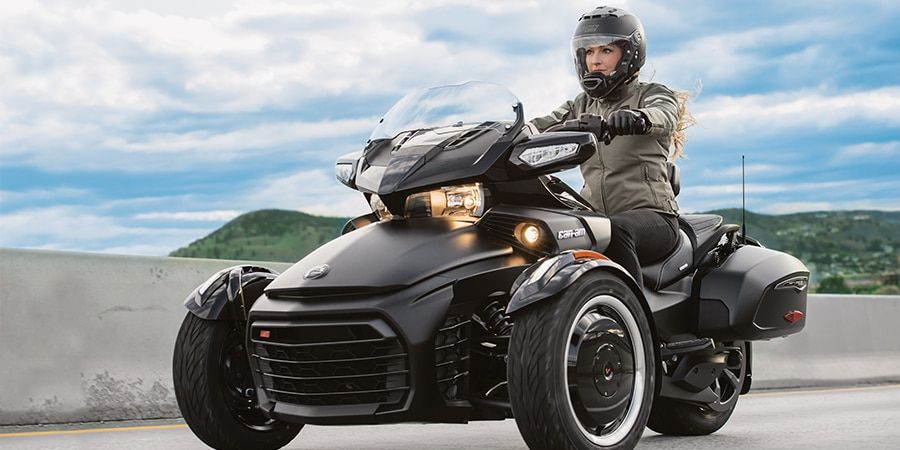 Warm up to cool weather clothing and accessories | Can-Am On-Road CA