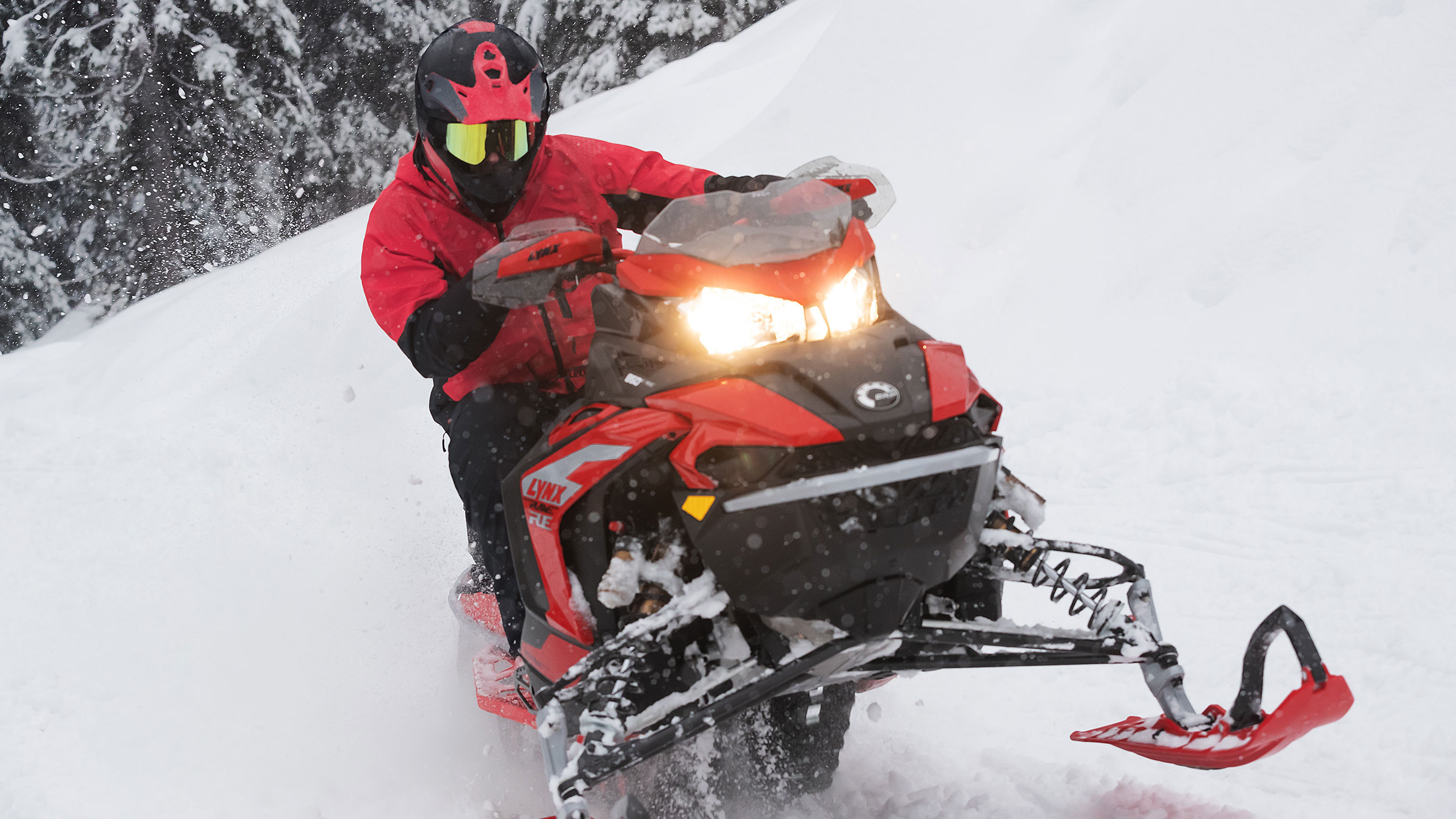 Man riding in Deep-Snow with his 2022 Lynx Rave