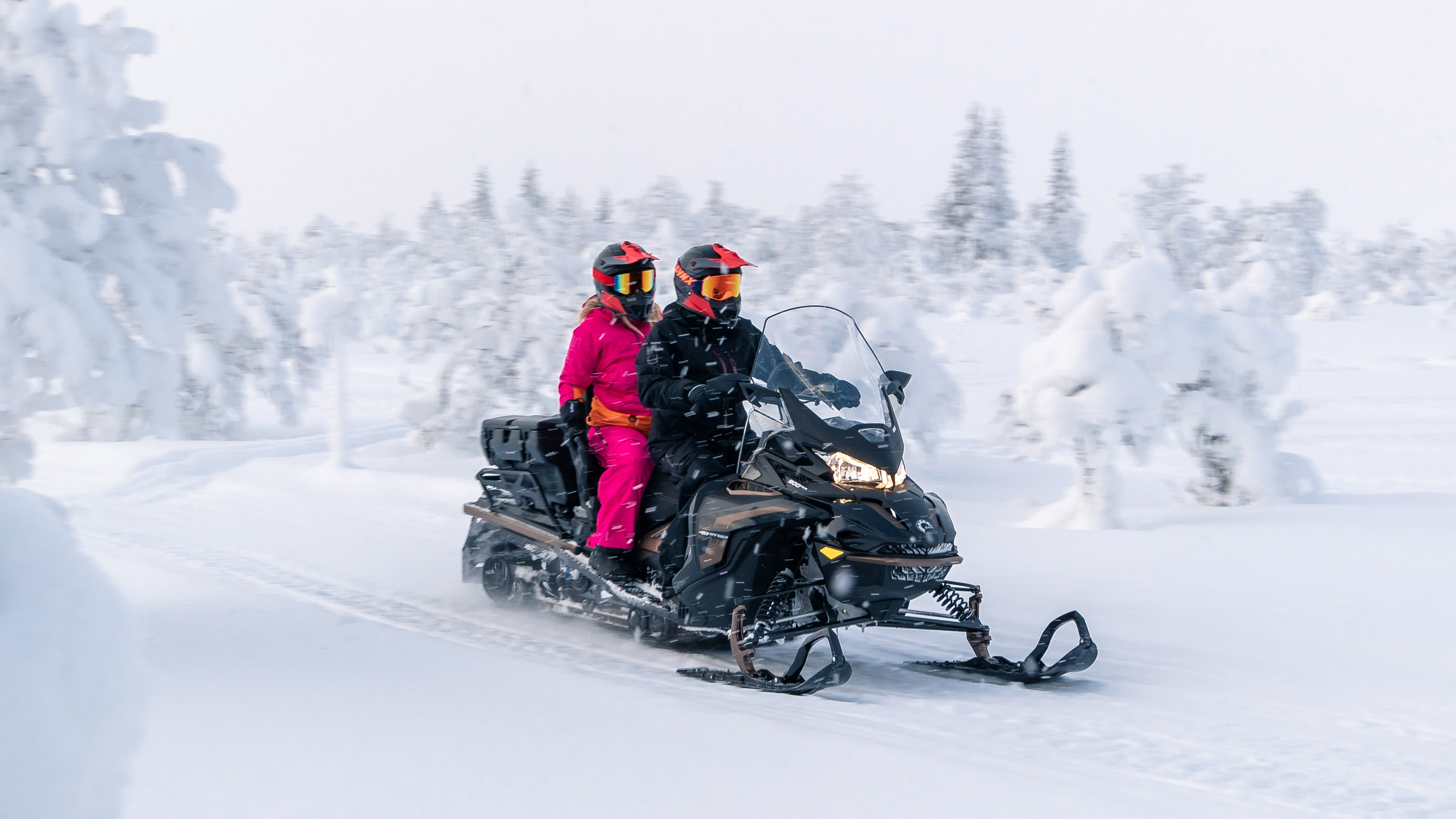 LYNX-MY22-49R-PRO-600R-Ride-Through-Heavy-Snow-RGB.jpg Lynx 49 Ranger snowmobile riding in varied terrains